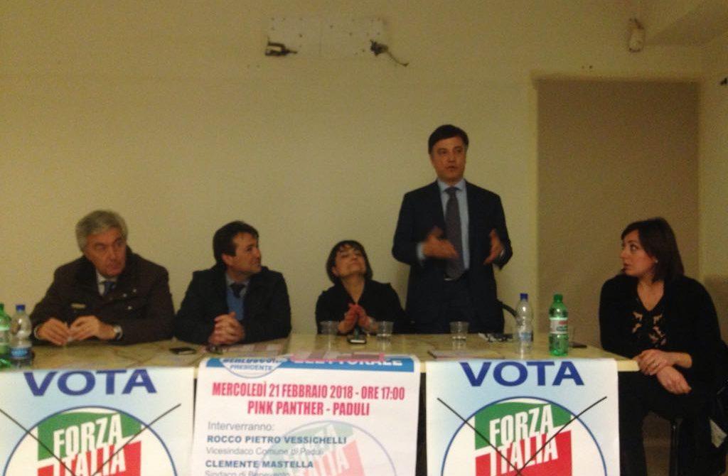 Pino Galati con altri candidati del Centrodestra